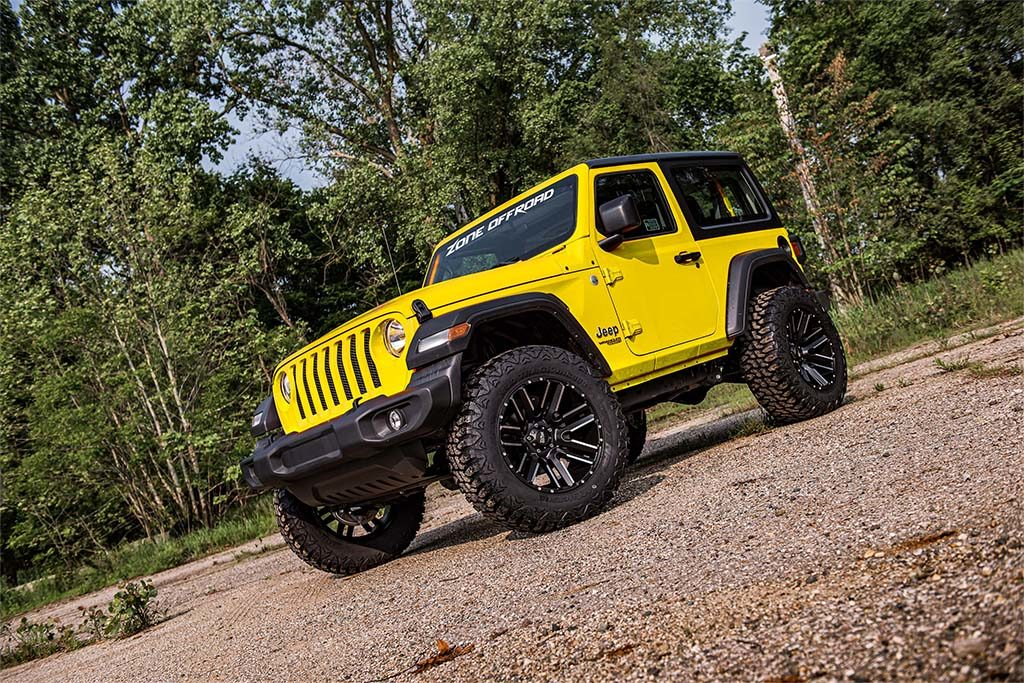 Zone offroad yellow jeep